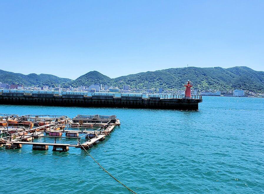 下関の唐戸市場から北九州側を眺める