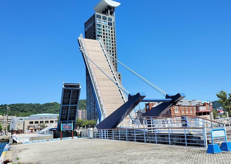 門司港にある「ブルーウィング橋」の景色-1
