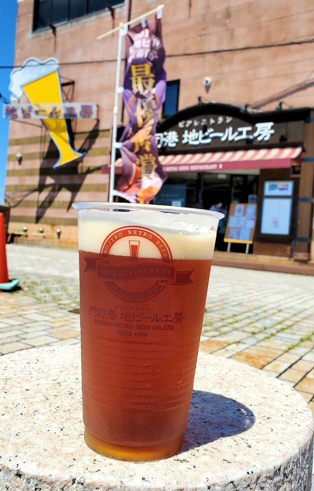 門司港地ビール工房の地ビールを眺める