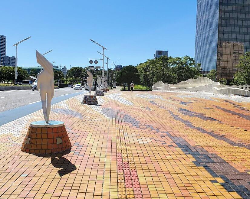 JR小倉駅周辺の紫川に架かる橋に設置されていた、パスタの像-2