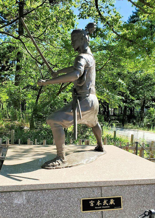 小倉城近くにあった宮本武蔵の像