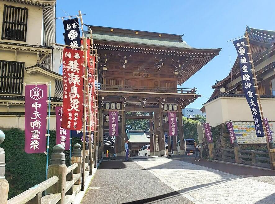 小倉城横にある八幡神社の正門