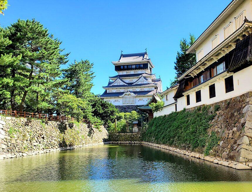 小倉城周辺の堀の外から城を眺める-1