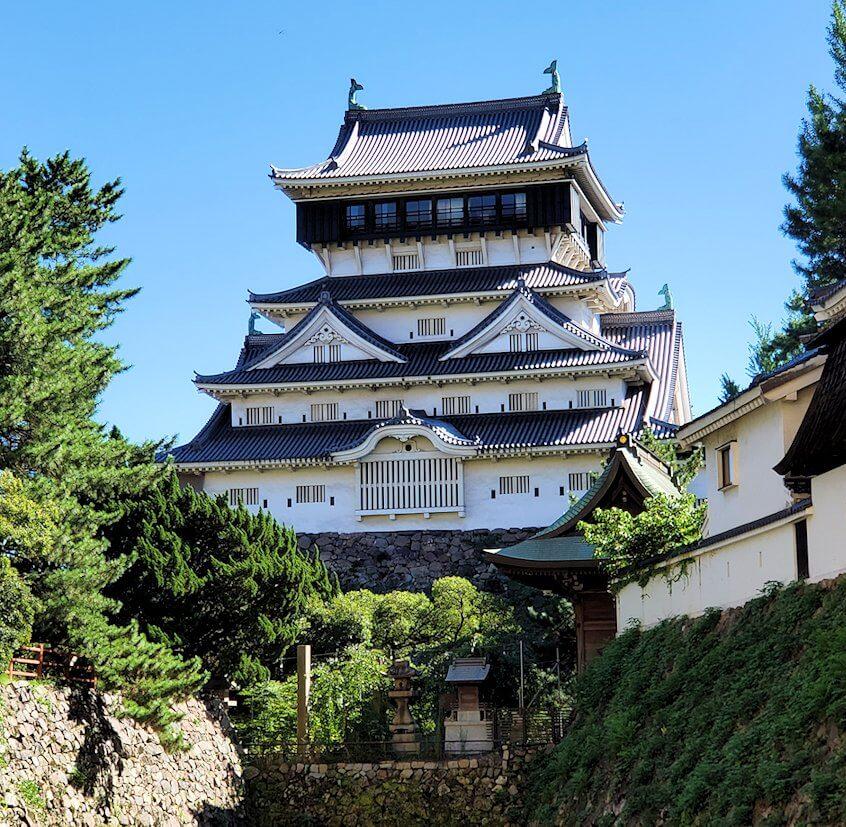 小倉城周辺の堀の外から城を眺める-2
