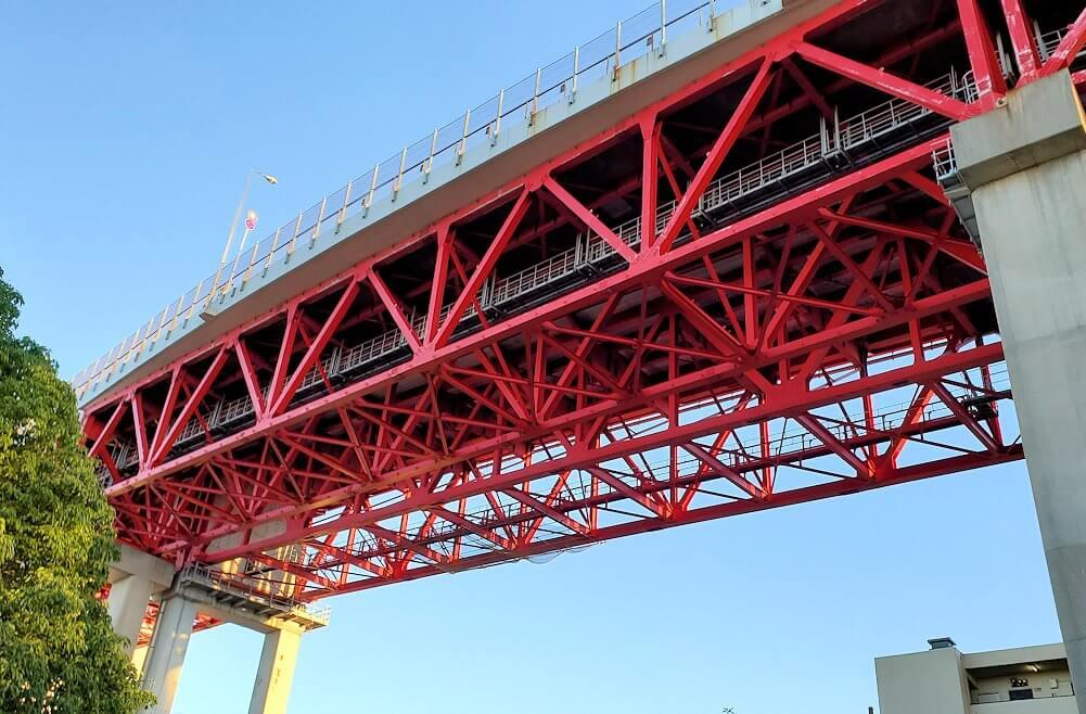 若松区にある若松恵比須神社の上を通る若戸大橋