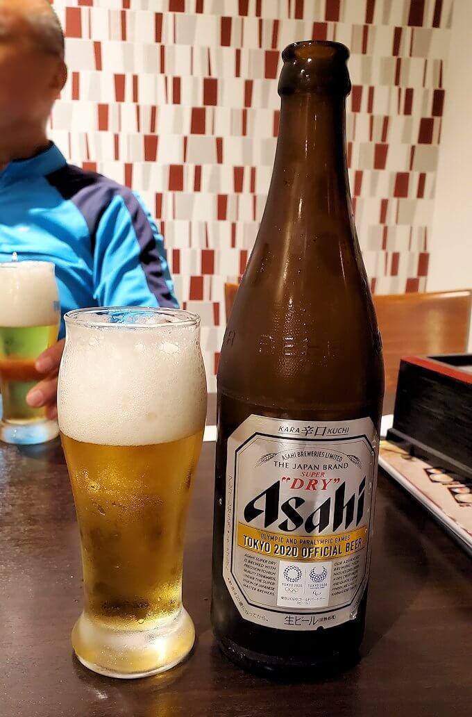 晩飯は台湾料理屋でビールを飲む