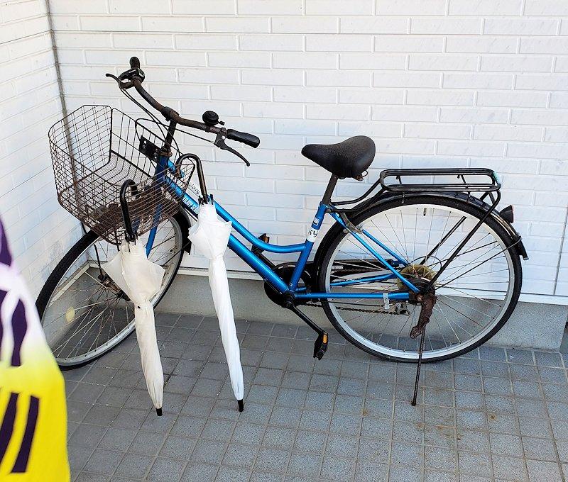 オジサンの家にあった自転車とカサ