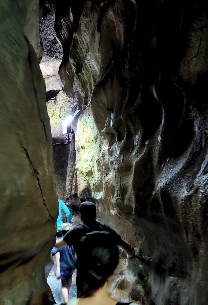 千仏鍾乳洞内で最奥の900m地点に到達した後は、来た道を戻ります