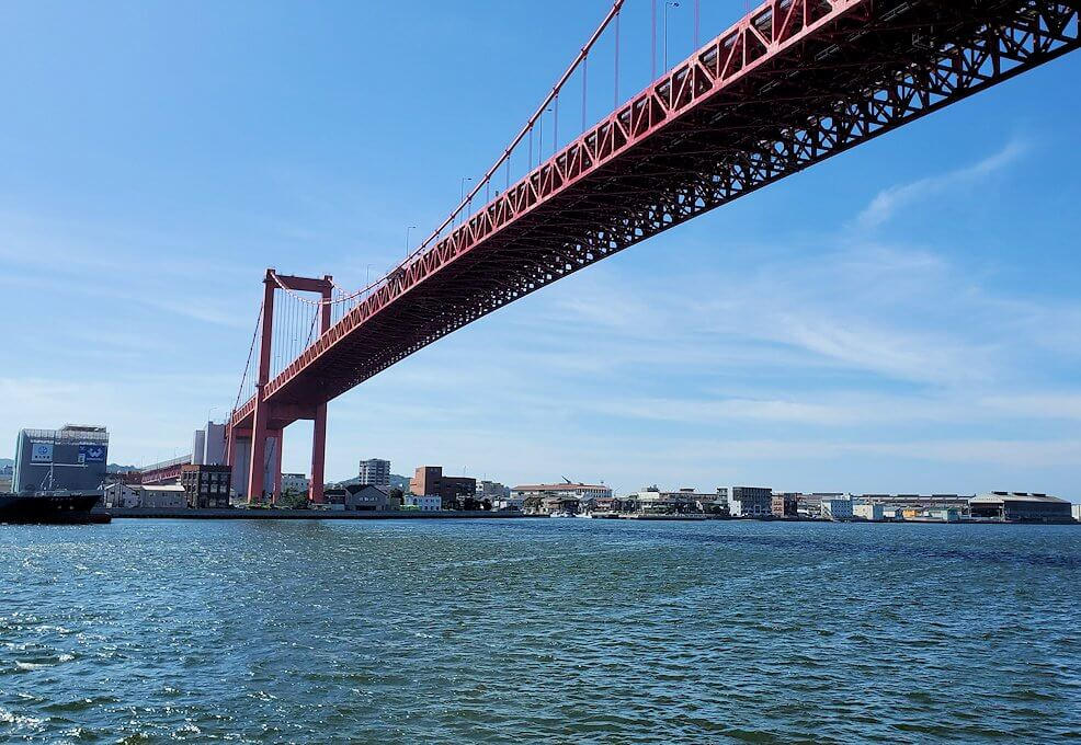 若戸渡船からの若戸大橋を眺める