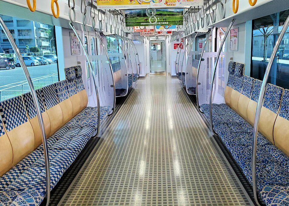北九州市「若松駅」に入って来る電車車内の景色