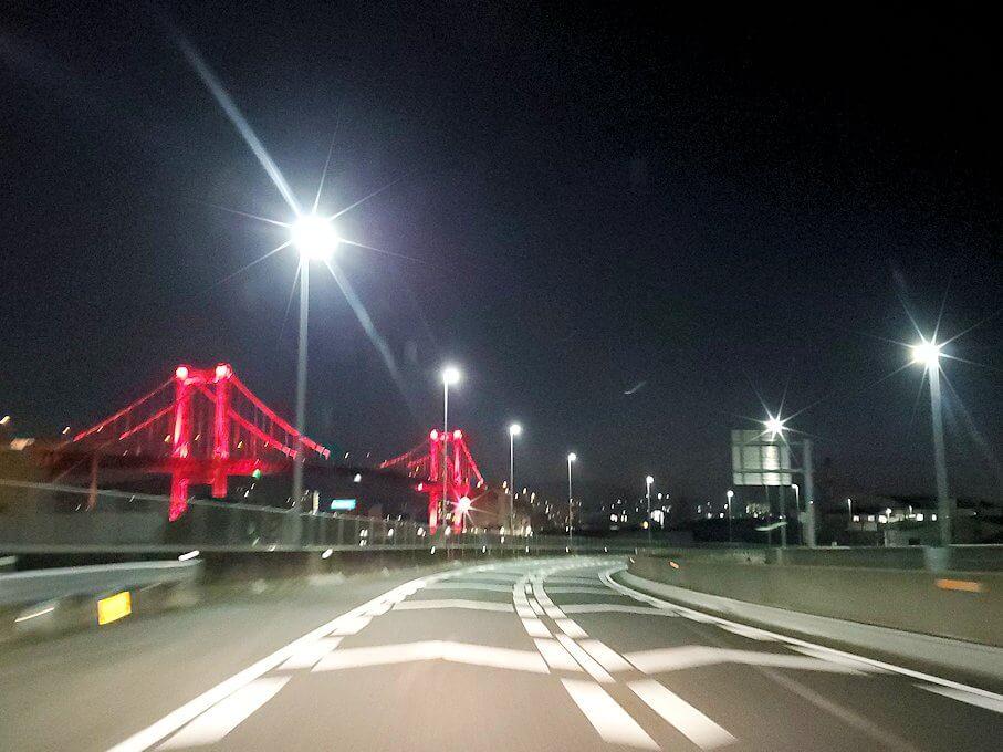 暗くなった小倉から帰る途中に見える、若戸大橋のライトアップ