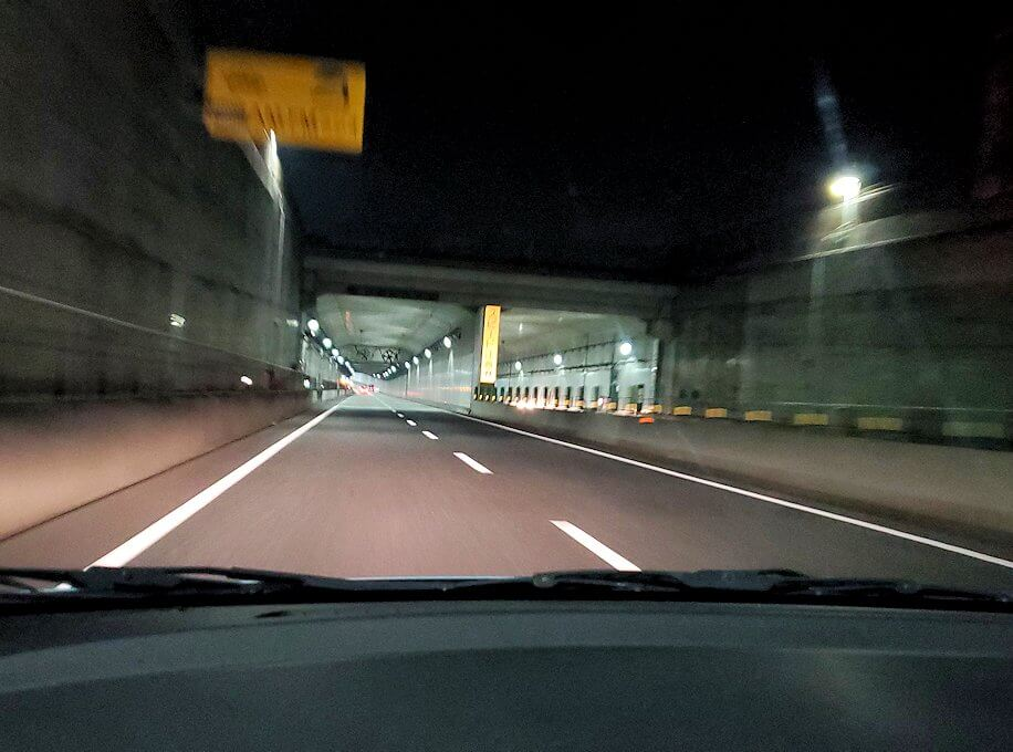 暗くなった小倉から帰る途中に見える、若戸大橋のライトアップ-1