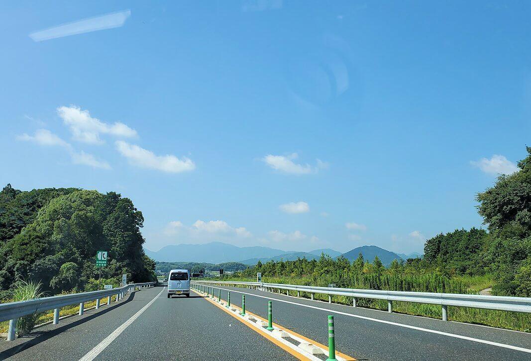 東九州自動車道に乗り、北九州から大分県を目指す