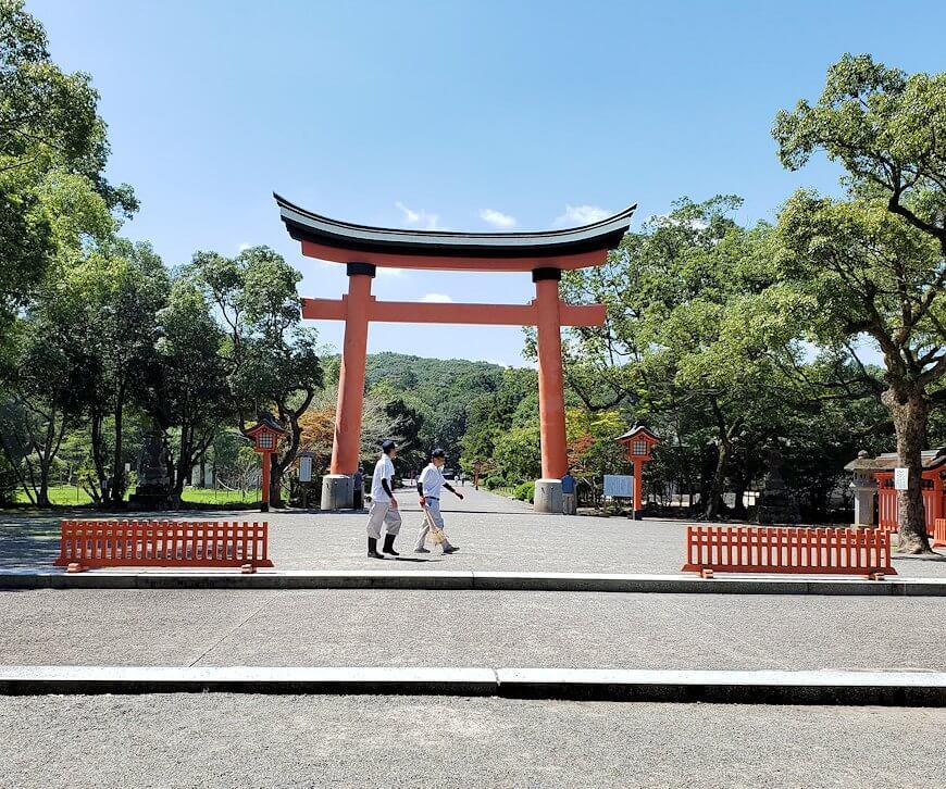 宇佐神宮の駐車場から神社へ向かう途中に見えた鳥居