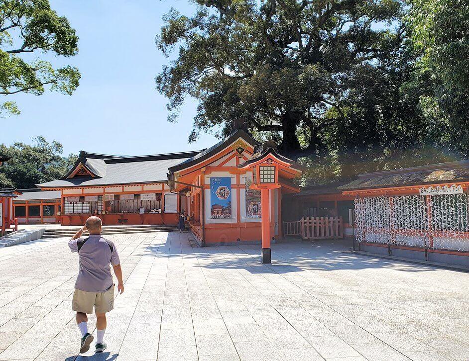 宇佐神宮の西門を入る-2