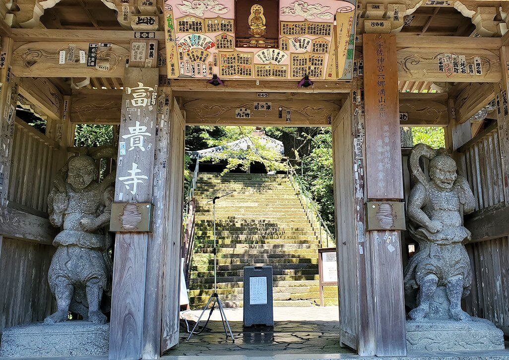 富貴寺入口で入場チケットを購入して進みます