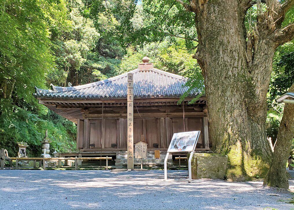 富貴寺の境内