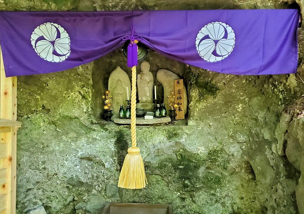 富貴寺境内の奥にある奥の院-1
