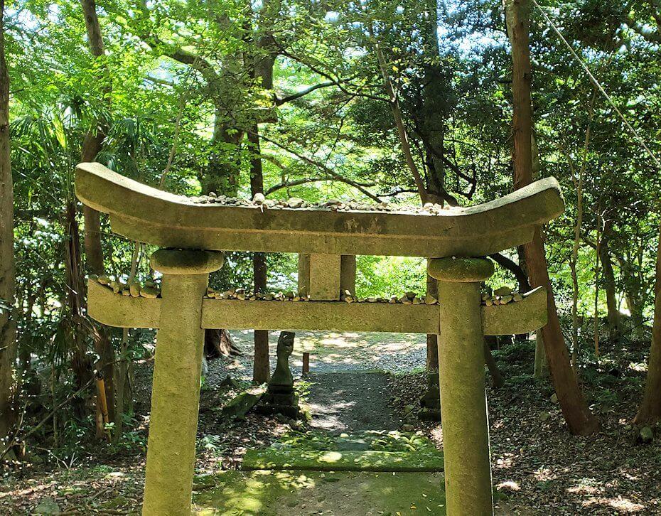 富貴寺の境内にある鳥居