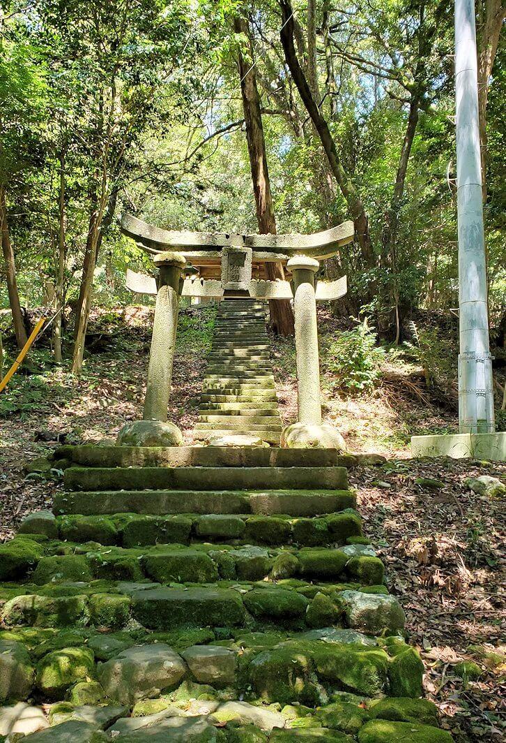富貴寺境内の奥にある奥の院から降りる