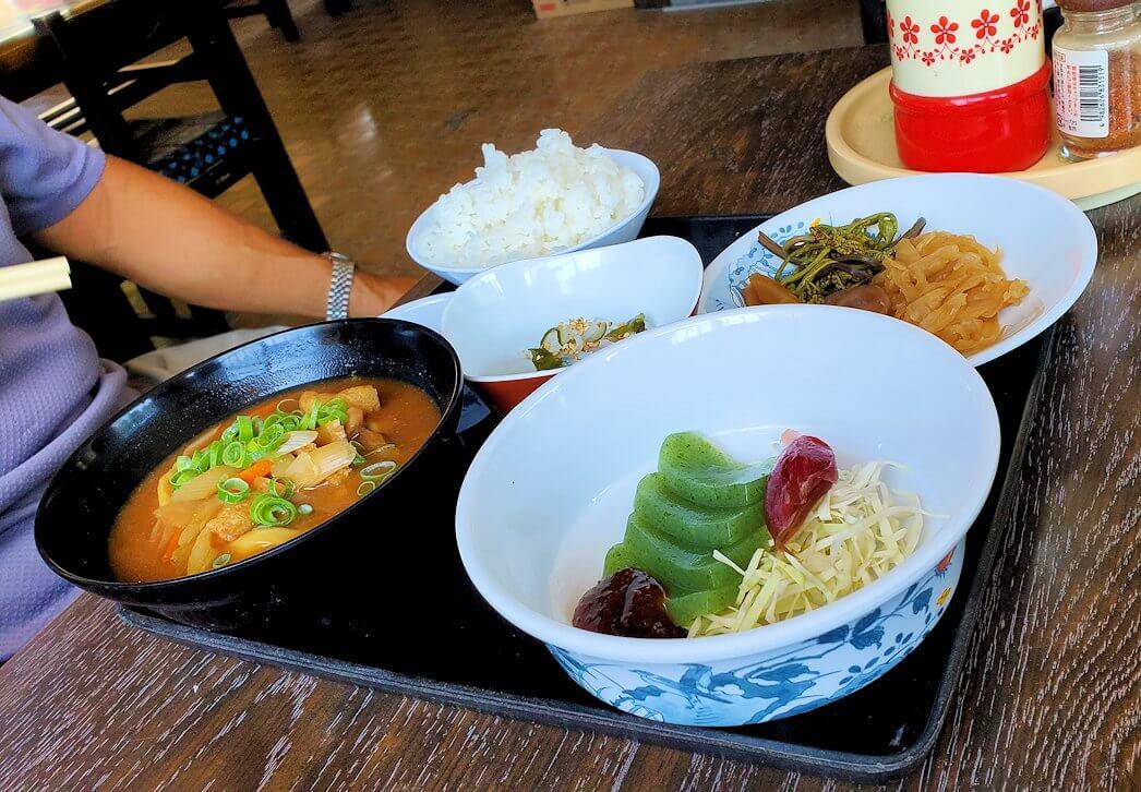 富貴寺向かいにある定食屋「ふきの里」で注文しただんご汁定食-1