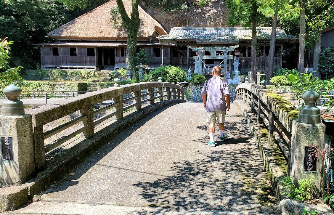 天念寺前を流れる、長岩屋川に架かる橋