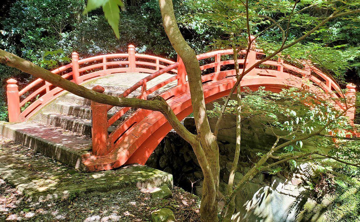 両子寺(大分県)の駐車場付近にある太鼓橋