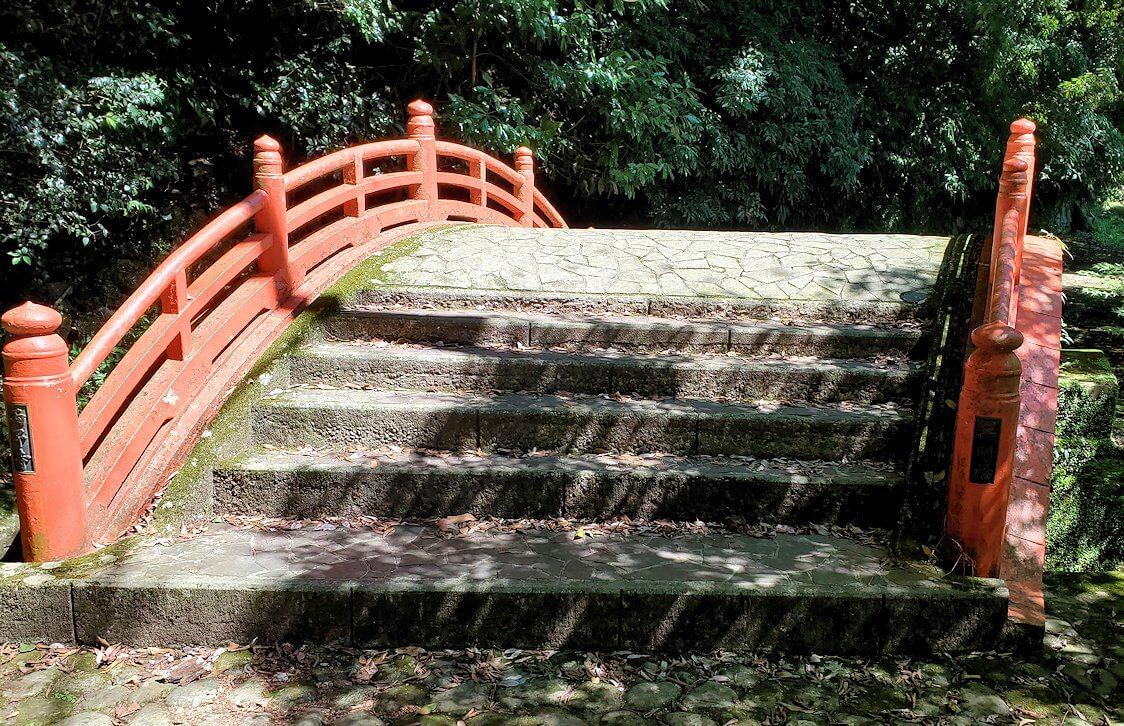 両子寺(大分県)の駐車場付近にある太鼓橋-1