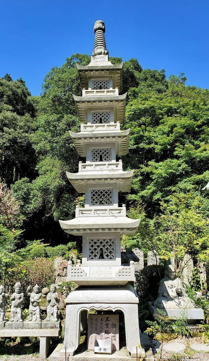 両子寺の境内に飾られている像-3