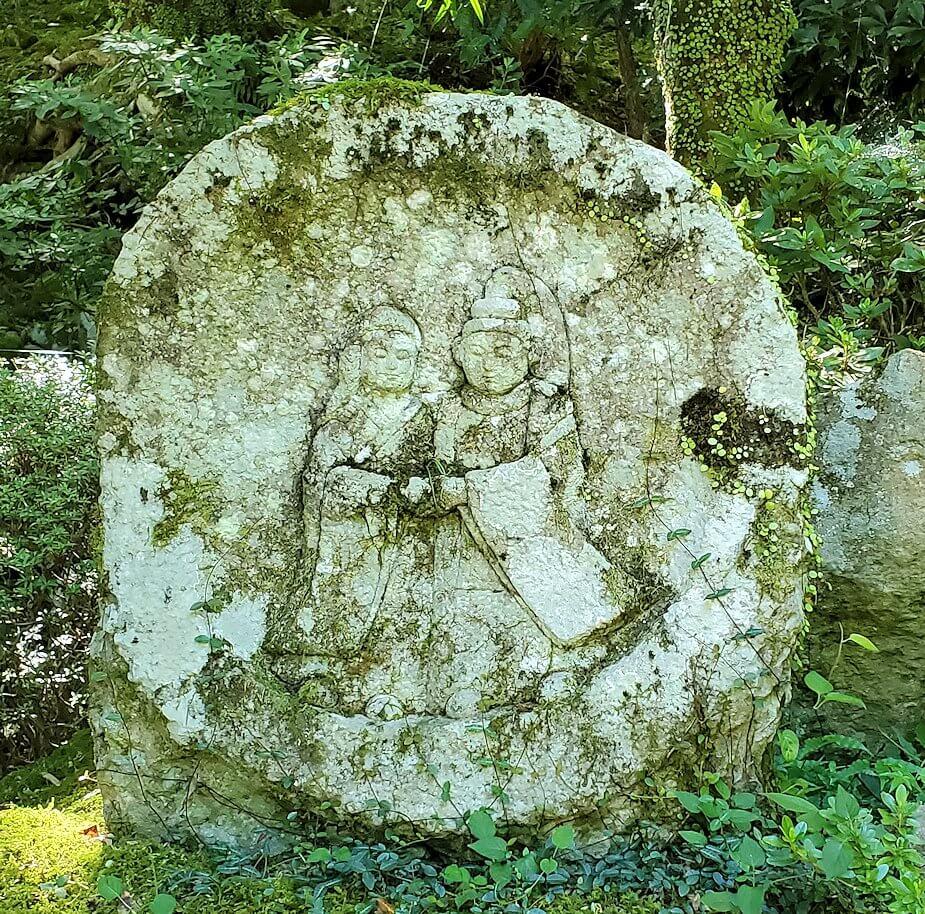 両子寺境内にあった道祖神の碑