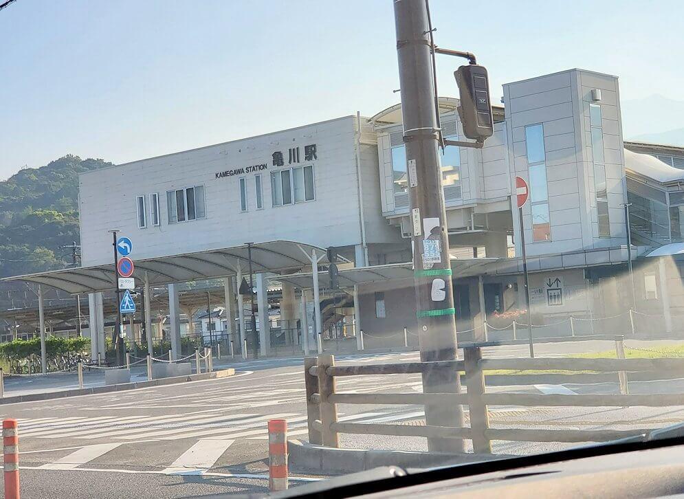 大分県別府の亀川駅を通過
