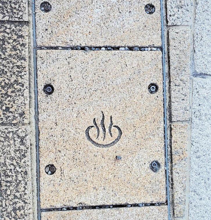 大分県別府にある鉄輪温泉街の石版