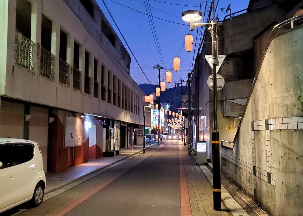 別府温泉街、夜の景色