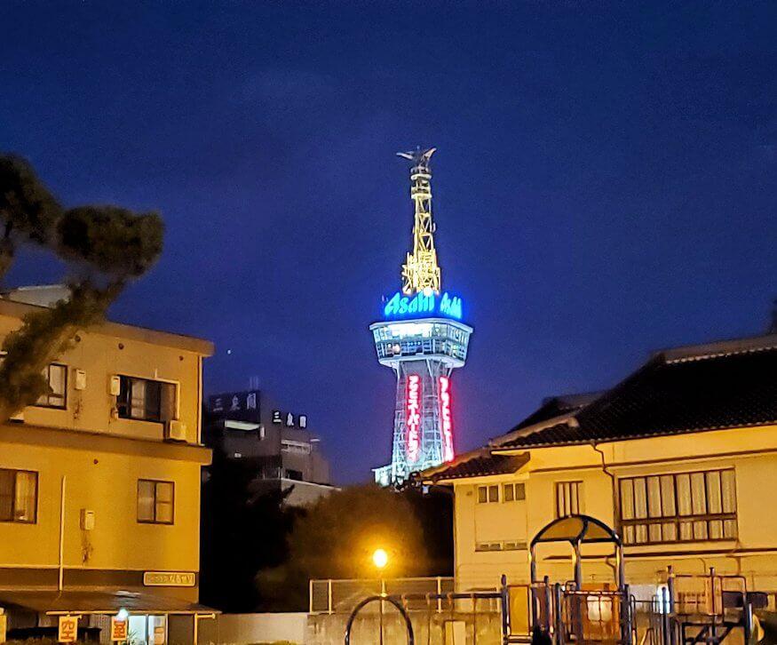 夜に見える別府タワーの景色