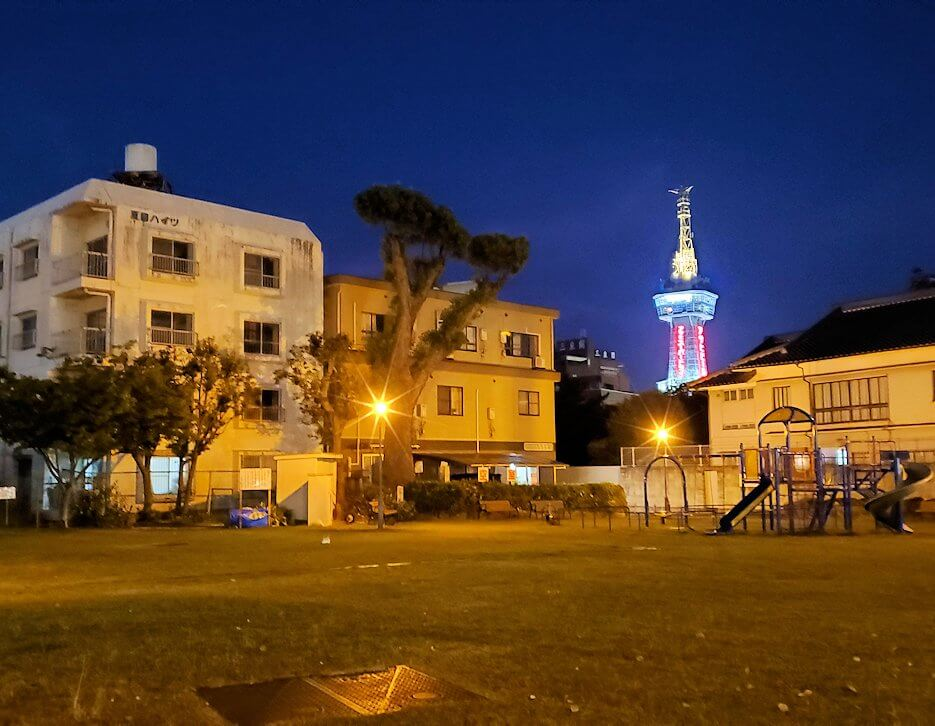 夜に見える別府タワーの景色-1