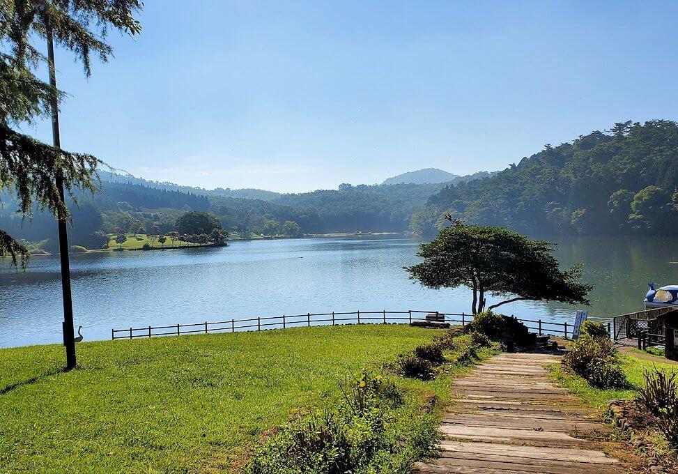 別府の街を出発して志高湖に寄り道し、その湖を眺める-2