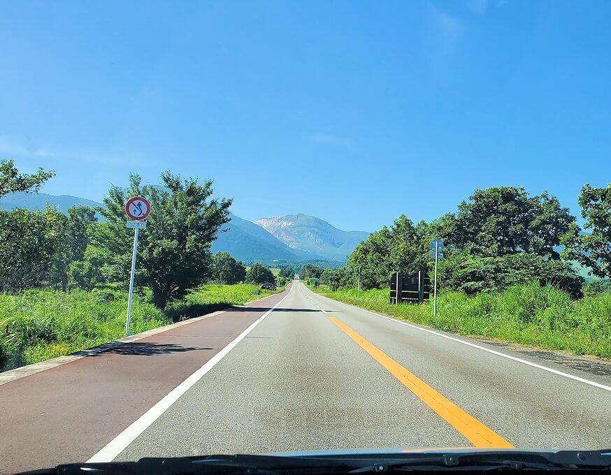 別府から「やまなみハイウェイ」を走り、阿蘇に向かう道