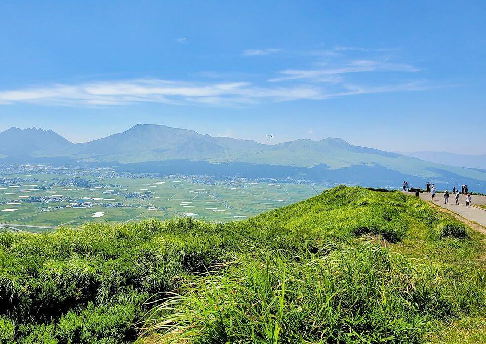 大観峰の頂上にから眺める阿蘇山