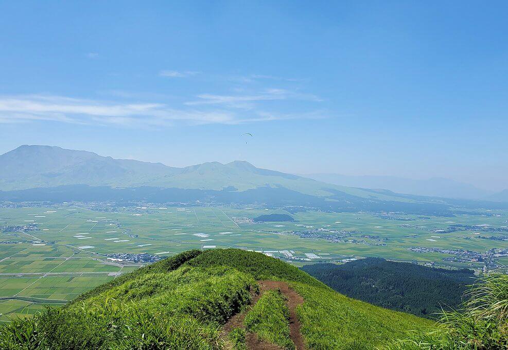 大観峰の頂上から展望台からの景観