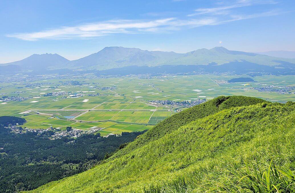 大観峰の頂上から展望台からの阿蘇山の景観-1