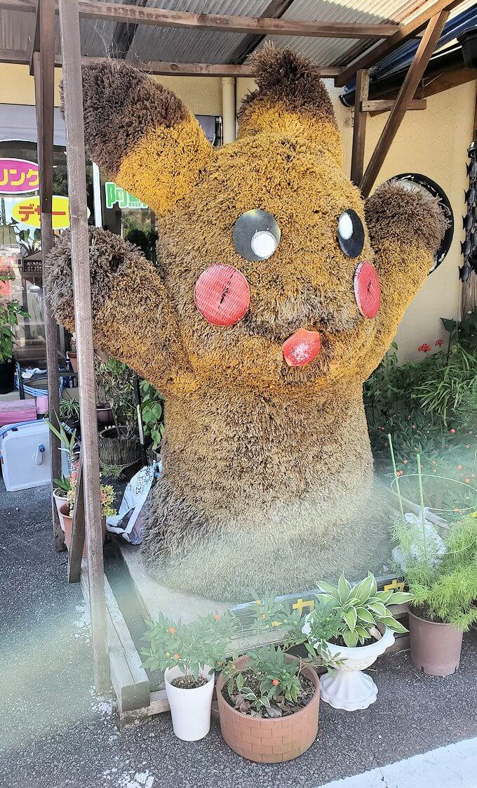 小国町にあるレストラン「風車」の入口前に立てられていたマスコット人形2