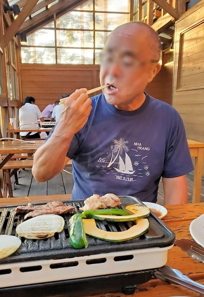 阿蘇鶴温泉ロッジ村で夕食にバーベキューを食べる