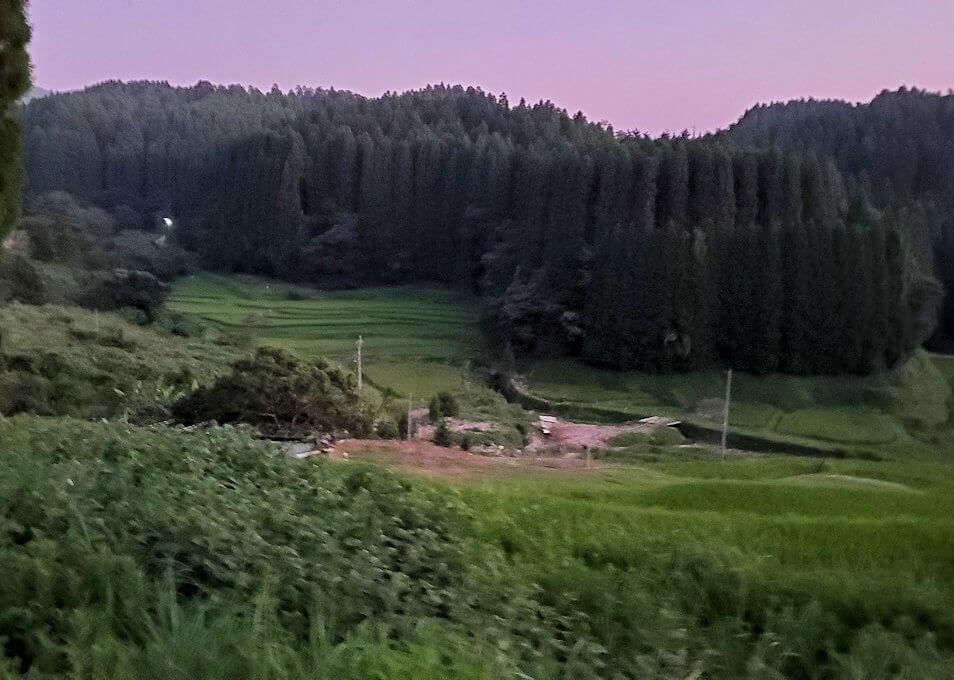 夕暮れ時の阿蘇鶴温泉ロッジ村周辺を散策する-1