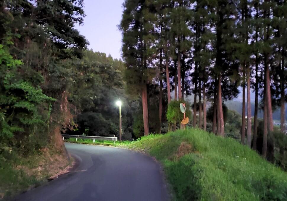 夕暮れ時の阿蘇鶴温泉ロッジ村周辺を散策する-2