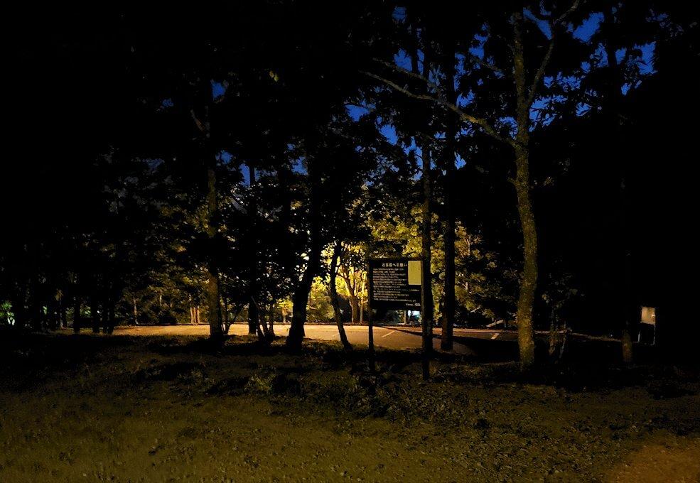 夜の阿蘇鶴温泉ロッジ村周辺で見つけた温泉宿