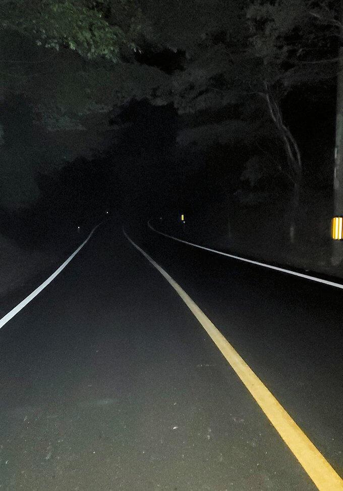 夜の真っ暗な道をひたすら進む-1