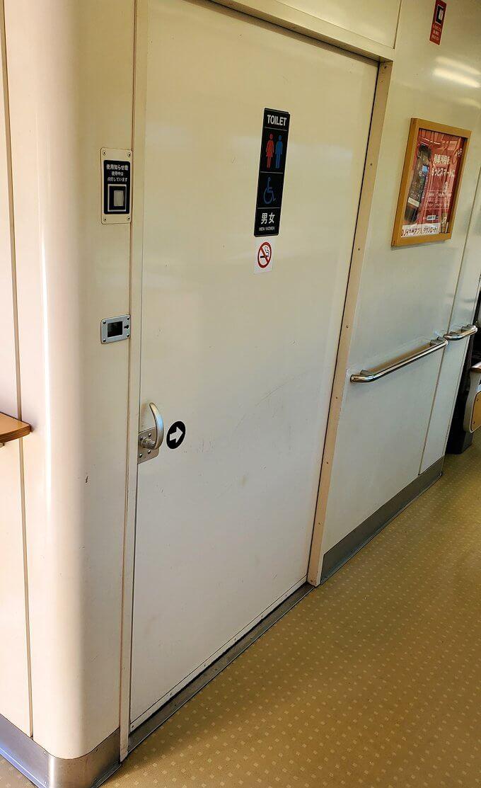 JR豊後森駅から東に行く電車に乗り込む-1