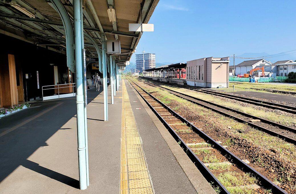久大本線の日田駅に到着し、そのホーム