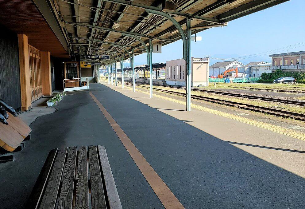 久大本線の日田駅から久留米に向かう電車を待つ
