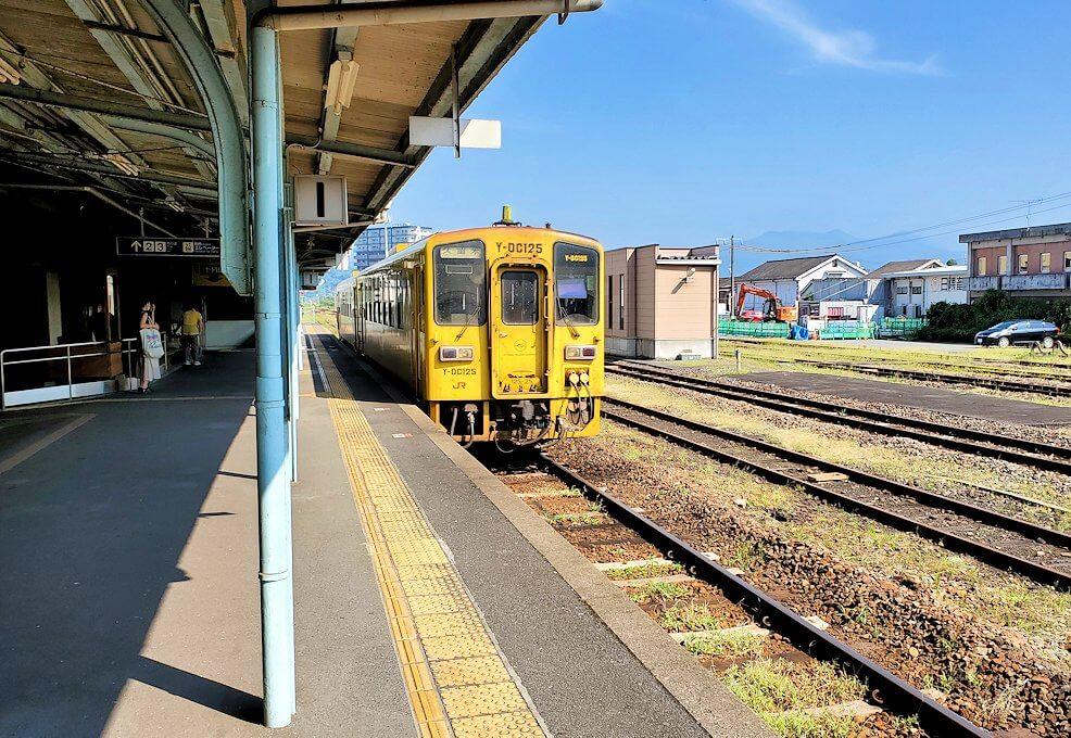 久大本線の日田駅から久留米に向かう電車が到着-1